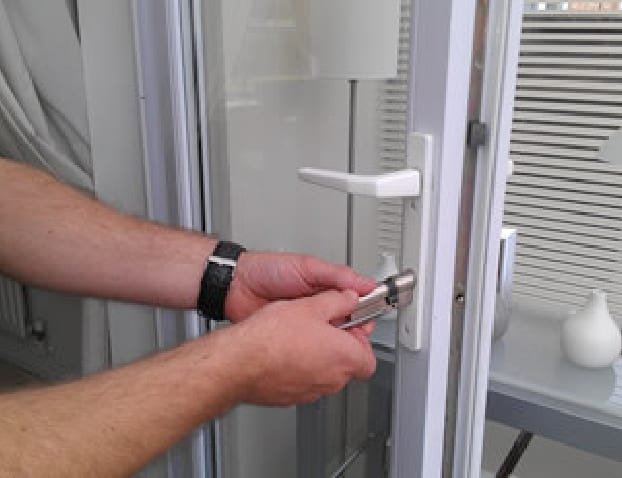 Photo of Coventry locksmith gaining entry non-destructively